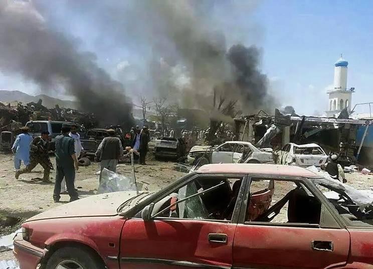 Juli 2014. 89 personer, mestadels kvinnor och barn, dödas i en självmordsattack i östra Afghanistan. Foto: AFP