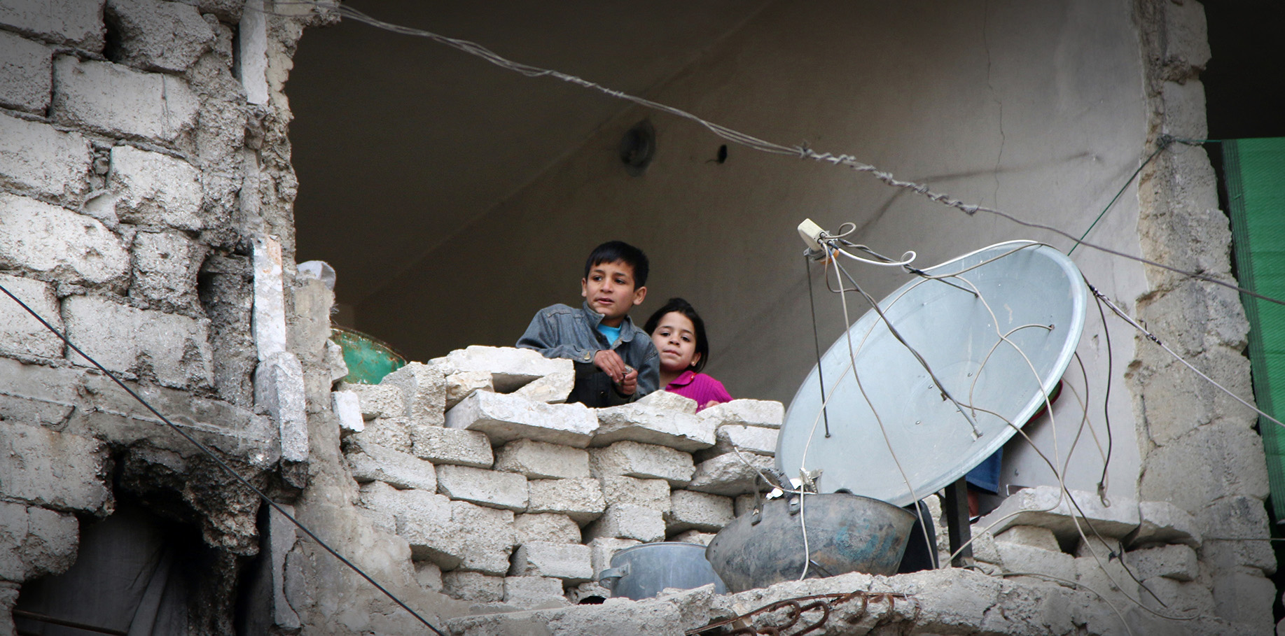 ap foto : alexander kots : file - in this feb. 11, 2016, file photo, children peer from a partially destroyed home in aleppo, syria. after four years of grinding battles, aleppo's divided residents face a common fear as the prospect of a total siege looms. with rebels and government forces each promising to unite the divided city, aleppo is once again a main battlefield in syria's devastating civil war. (alexander kots/komsomolskaya pravda via ap, file) a feb. 11, 2016 file photo ap explains syria alepp automatarkiverad