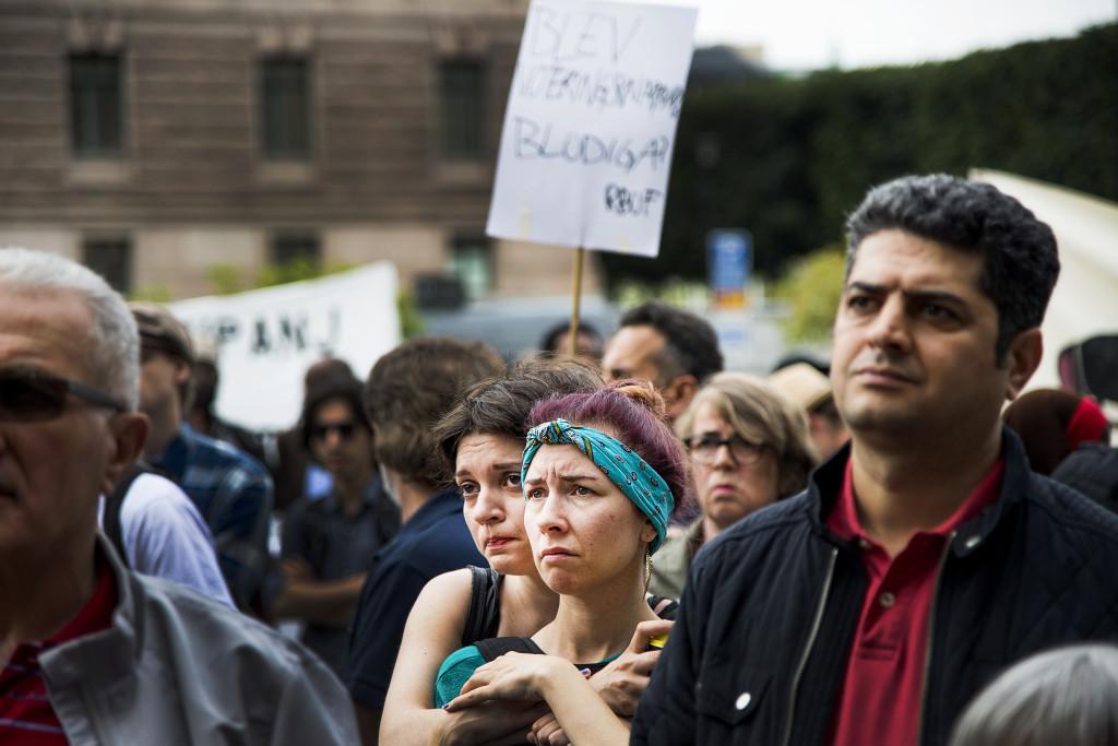 Protesterar mot asyllagen. Demonstrationer på Mynttorget före Riksdagens beslut i juni. Foto: Lasse Allard