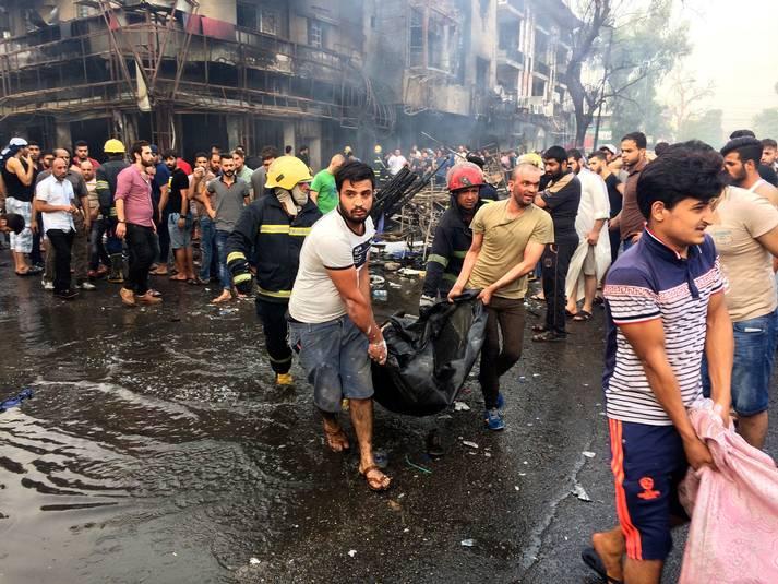 Över 200 människor dödades av dubbla bomber i Bagdad i juli 2016 – ett av hundratals terrordåd som drabbat befolkningen. Foto: AP